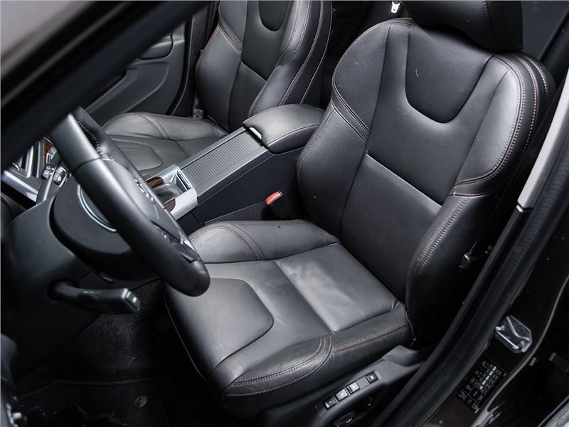 Volvo V60 Cross Country 2015 передние кресла