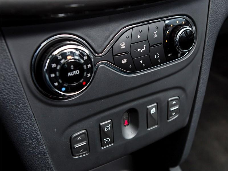 Renault Sandero 2013 климат-контроль