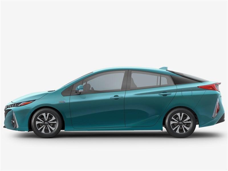 Toyota Prius Prime 2017 вид сбоку