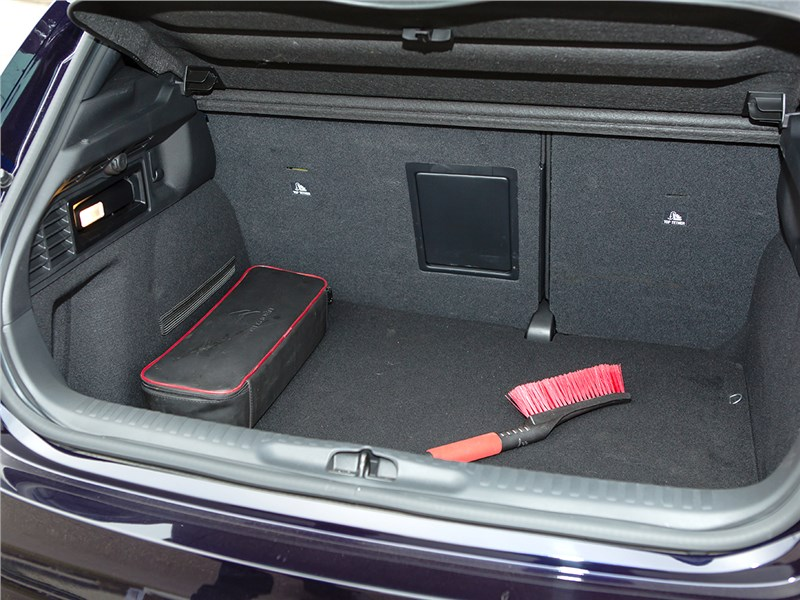 Citroen DS4 2012 багажное отделение