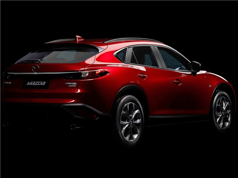 Mazda CX-4 2017 вид сбоку сзади