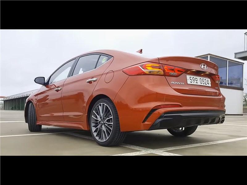 Hyundai Elantra Sport 2017 вид сзади