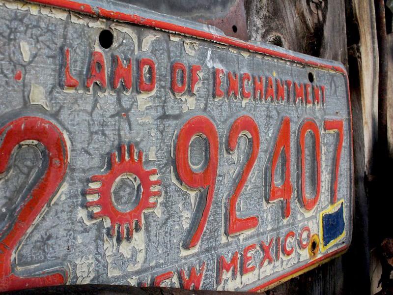 Номерные знаки для автомобилей скоро надо будет заказывать в специальных мастерских