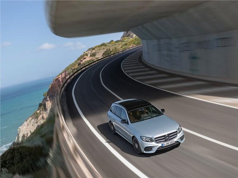 Mercedes-Benz E-Class Estate 2017 вид сверху белый