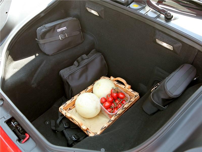 Ferrari 488 GTB 2016 багажное отделение