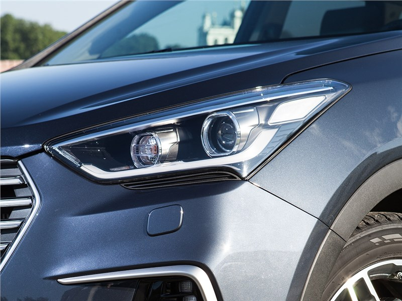 Hyundai Grand Santa Fe 2016 передняя фара