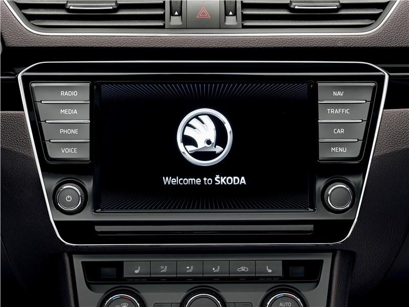 Skoda Superb Combi 2016 монитор