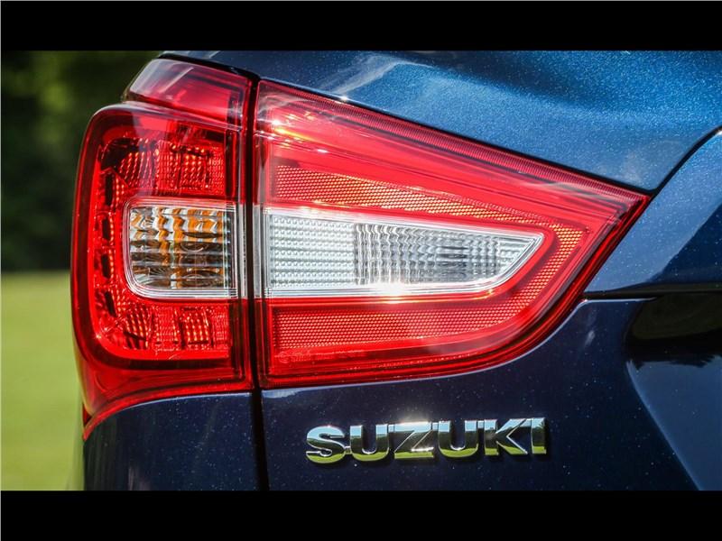 Suzuki SX4 2016 задний фонарь