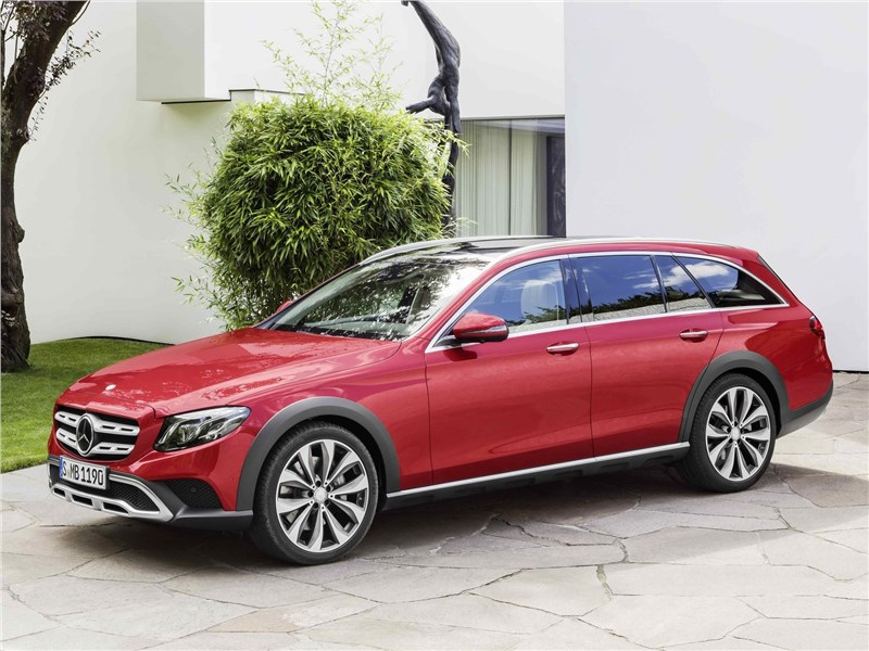 Mercedes-Benz E-Klasse All-Terrain 2017 вид спереди сбоку