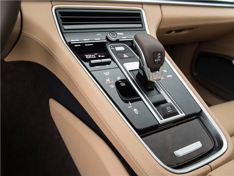 Porsche Panamera 4S 2017 центральная консоль