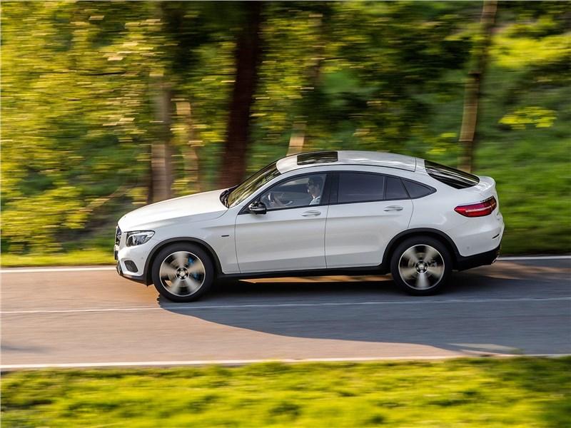 Mercedes-Benz GLC Coupe 2017 вид сбоку сверху