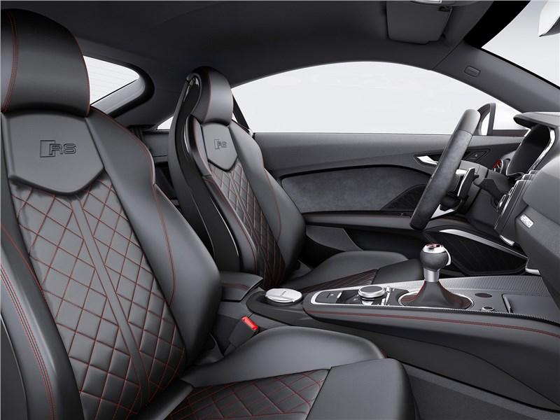 Audi TT RS Coupe 2017 передние кресла