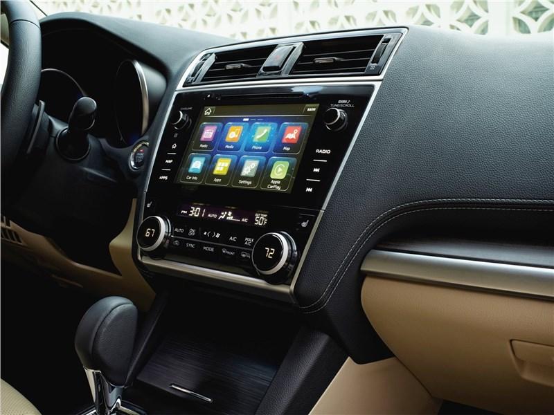 Subaru Legacy 2018 центральная консоль