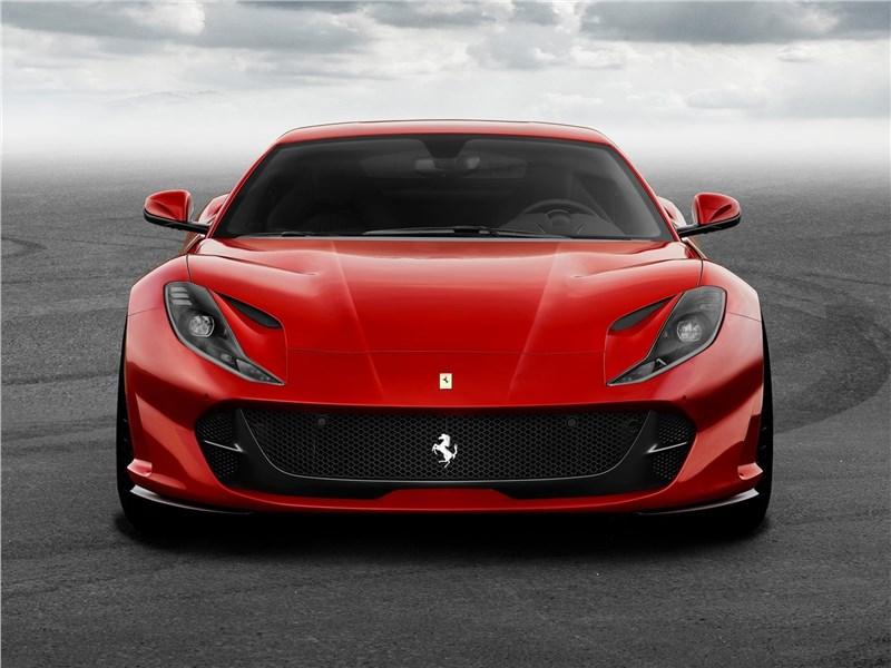Ferrari 812 Superfast 2018 вид спереди
