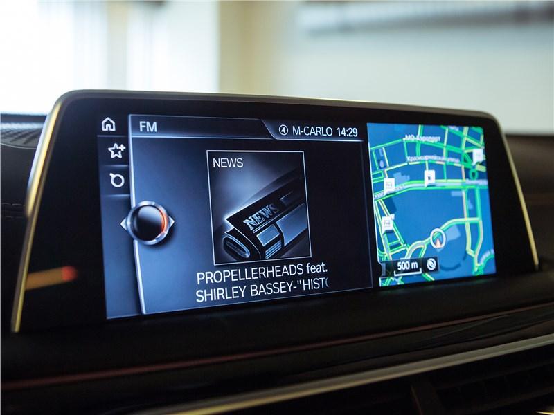 BMW 740Ld xDrive 2016 монитор