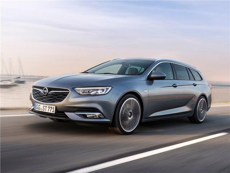 Opel Insignia Sports Tourer 2018 вид спереди сбоку