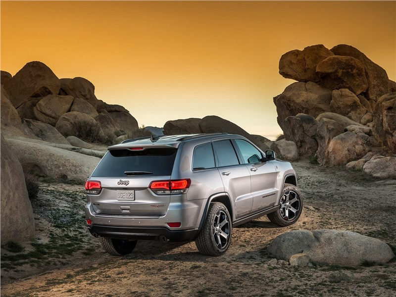 Jeep Grand Cherokee Trailhawk 2017 вид сзади