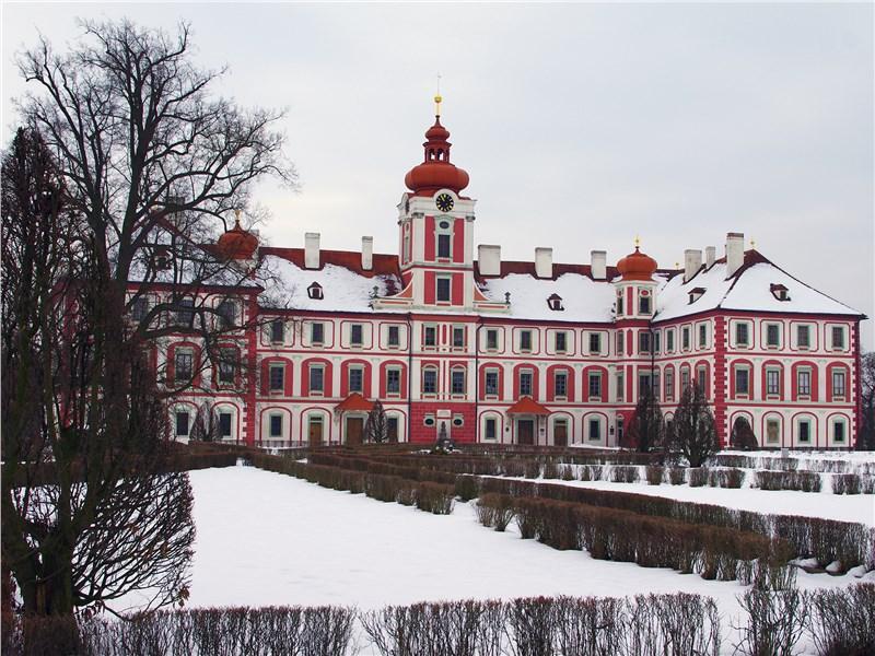 Замок в городке Мнихово-Градиште возведен в начале XVII века в стиле Позднего Ренессанса