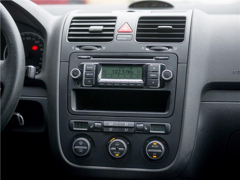 Volkswagen Golf 2003 центральная консоль