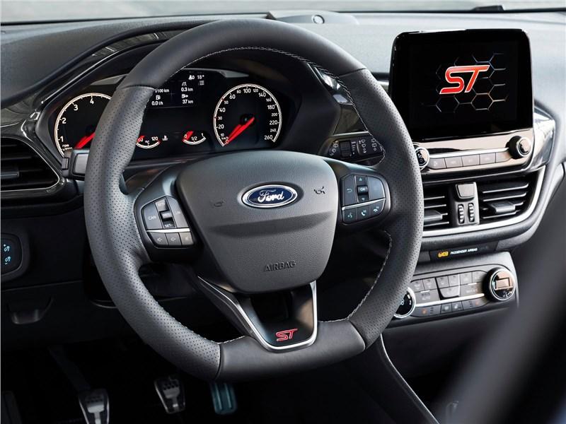 Ford Fiesta ST 2018 водительское место