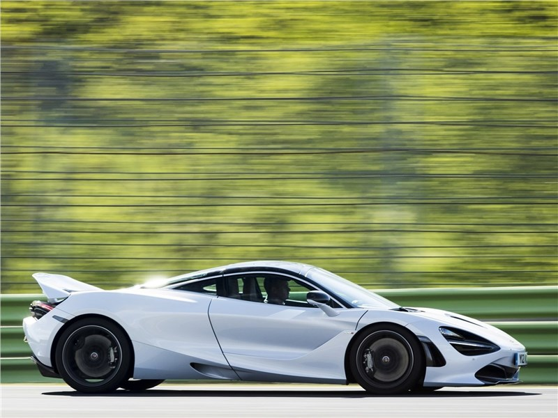 McLaren 720S 2018 вид сбоку