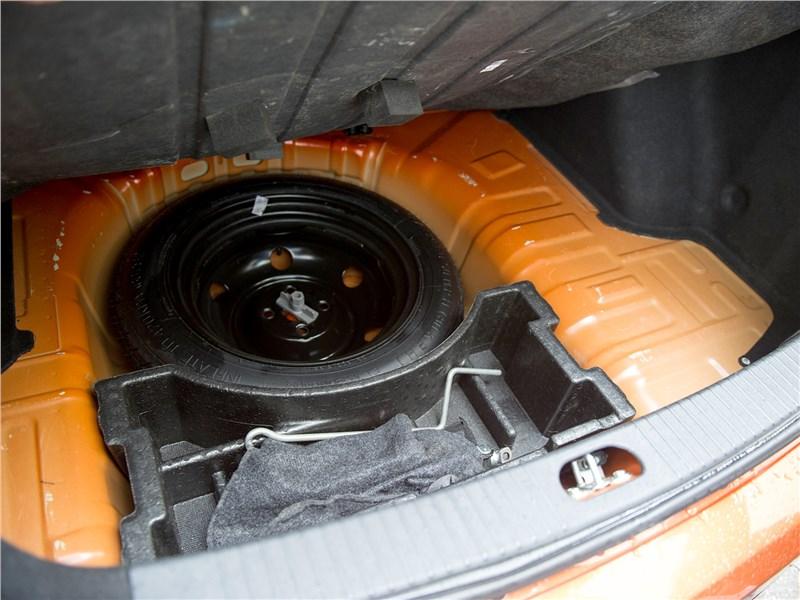 Kia Rio 2009 запасное колесо