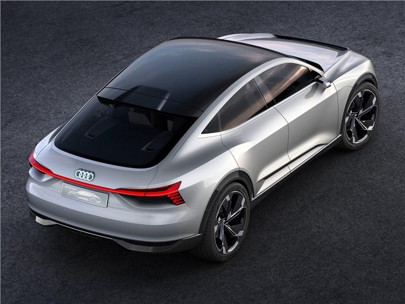 Audi e-tron Sportback Concept 2017 вид сзади сверху