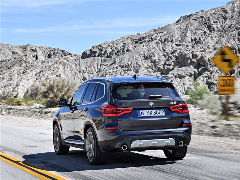BMW X3 2018 вид сзади