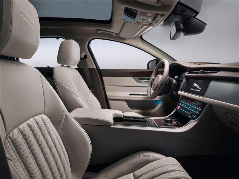 Jaguar XF Sportbrake 2018 передние кресла