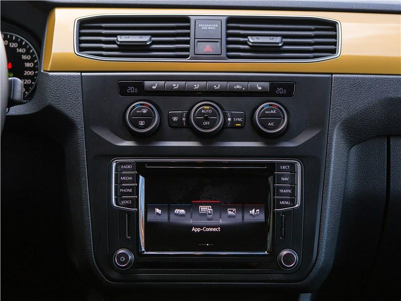 Volkswagen Caddy Family Maxi 2016 центральная консоль