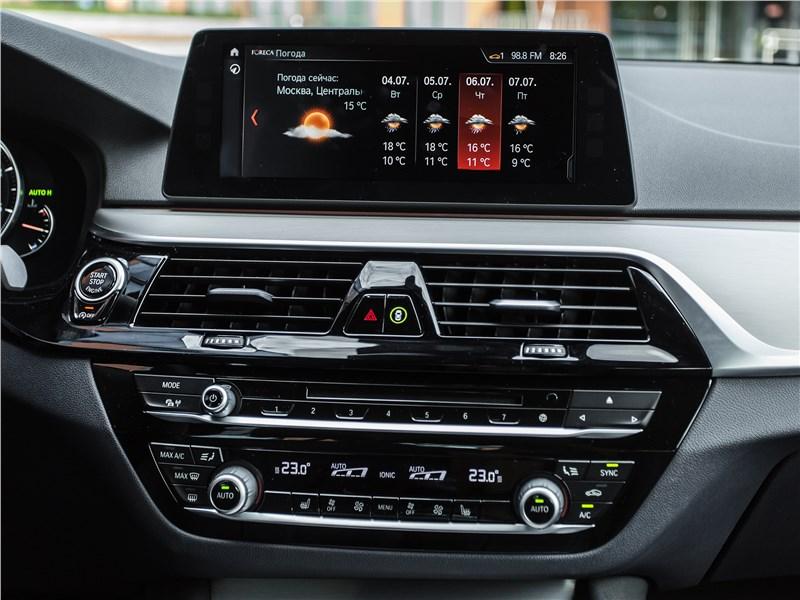 BMW 520d xDrive 2017 центральная консоль