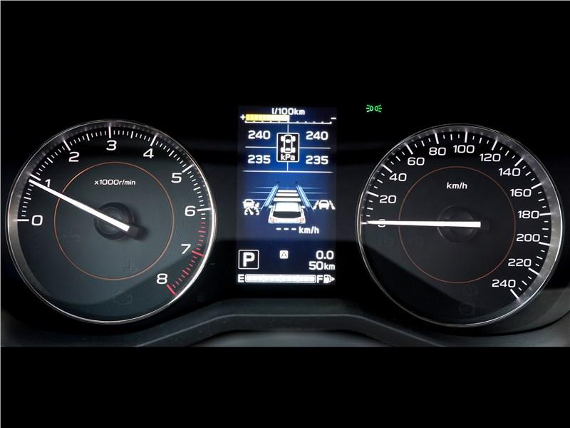 Subaru XV 2018 приборная панель