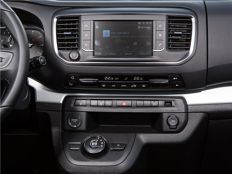 Peugeot Traveller 2018 центральная консоль