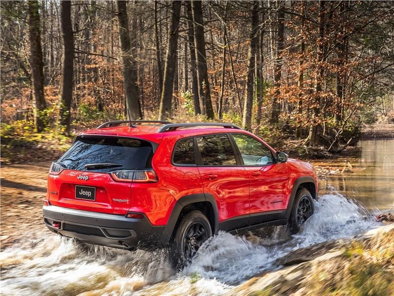 Jeep Cherokee 2019 вид сзади