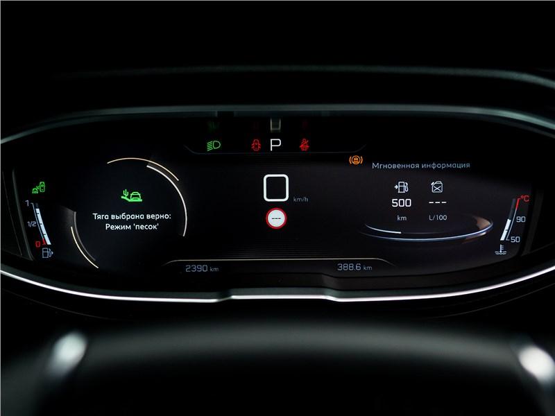 Peugeot 5008 2017 приборная панель
