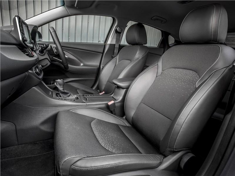 Hyundai i30 Fastback 2017 передние кресла