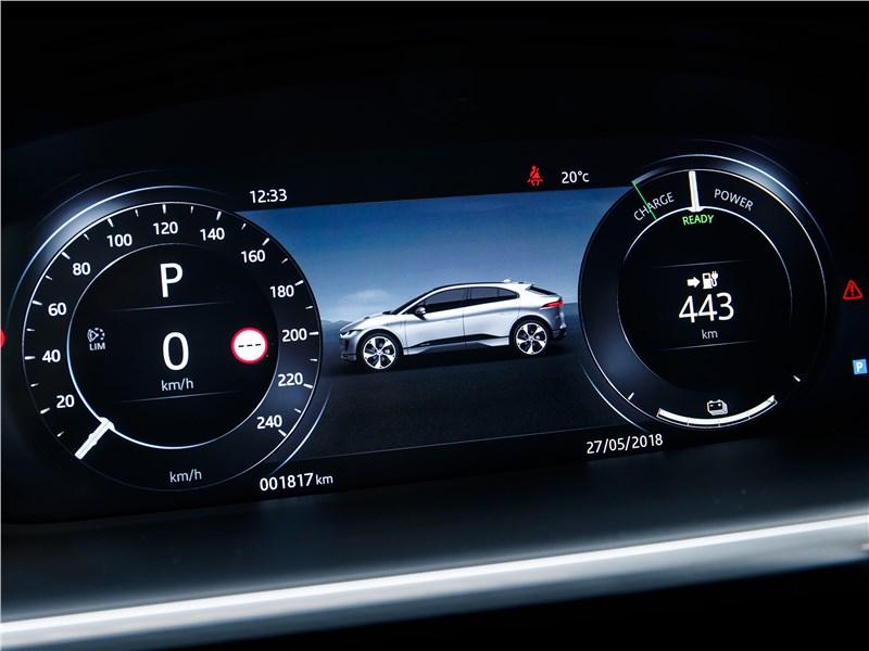 Jaguar I-Pace 2019 приборная панель