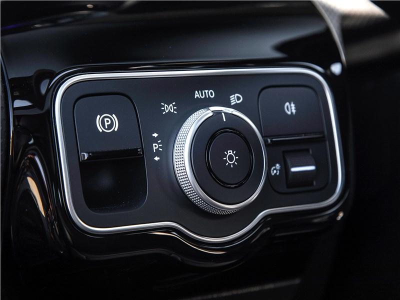 Mercedes-Benz A-Class 2019 Управление стояночным тормозом