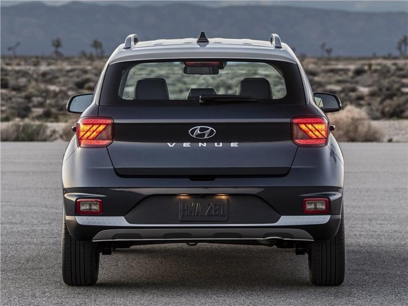 Hyundai Venue 2020 вид сзади