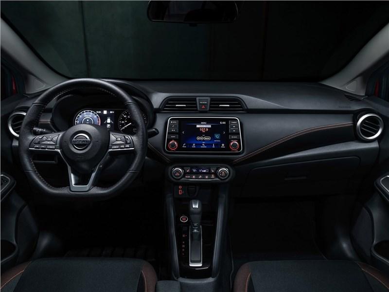Nissan Tiida 2015 салон