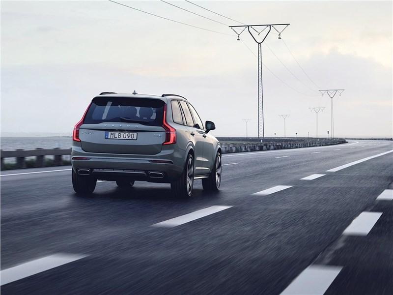 Volvo XC90 2020 вид сзади