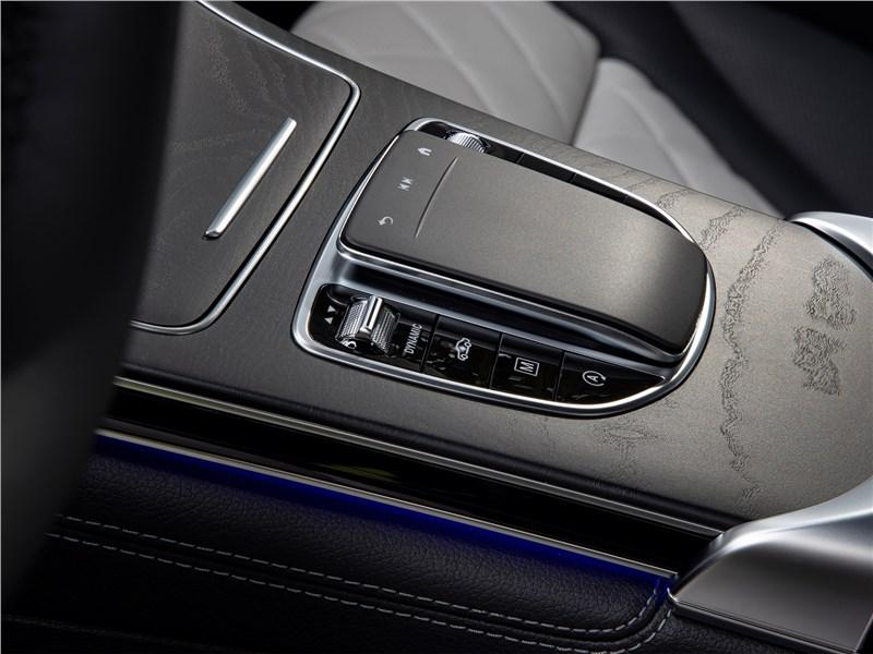 Mercedes-Benz GLC 2020 центральный туннель