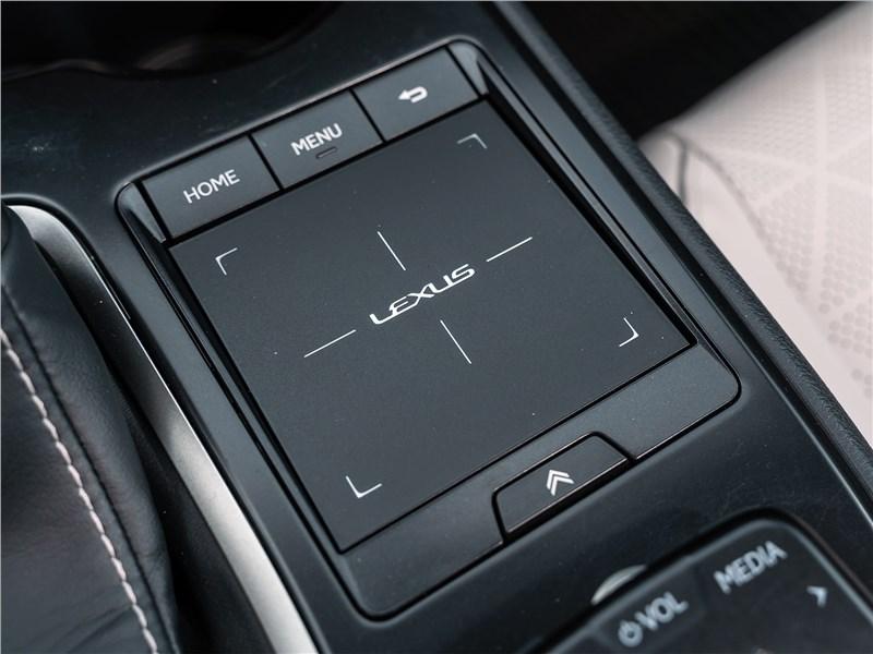 Lexus UX 200 2019 тачпад
