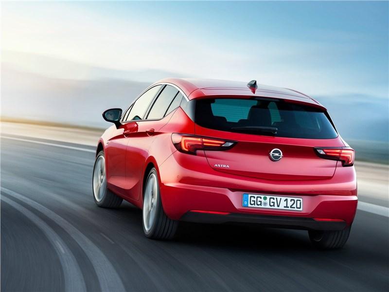 Opel Astra 2016 вид сзади