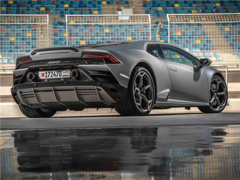 Lamborghini Huracan Evo 2019 вид сзади