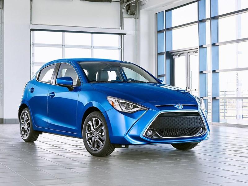 Следующее поколение Toyota Yaris получит гибридную начинку и научится ездить