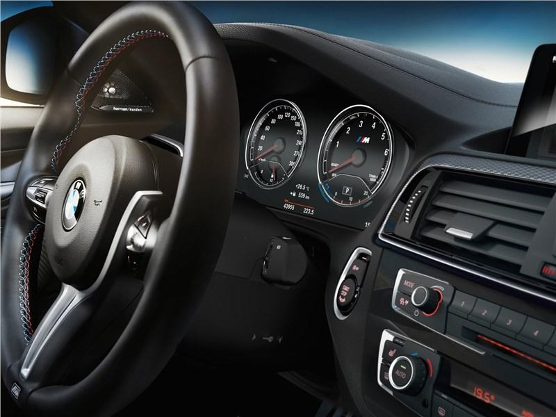 BMW M2 Coupe 2018 приборная панель