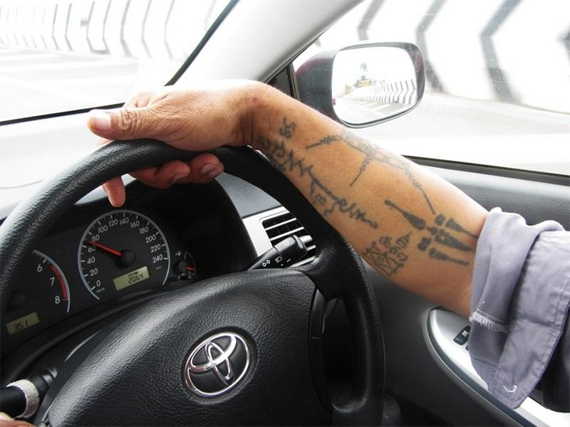 Иран ограничивает права водителей с татуировками Фото Авто Коломна