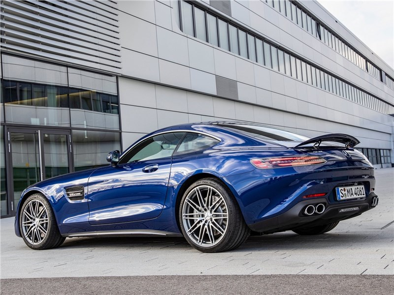 Mercedes-Benz AMG GT 2020 вид сбоку сзади