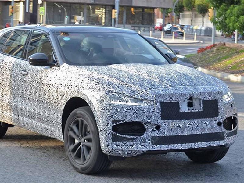 Обновленный Jaguar F-Pace заметили на тестах